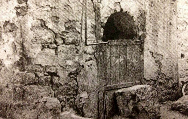 Historic photo of the well of Abu Talha r.a.