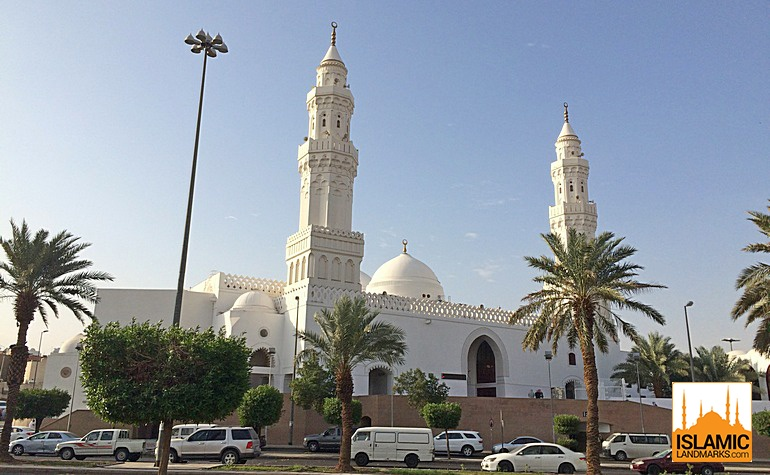 Front of Masjid Qiblatain