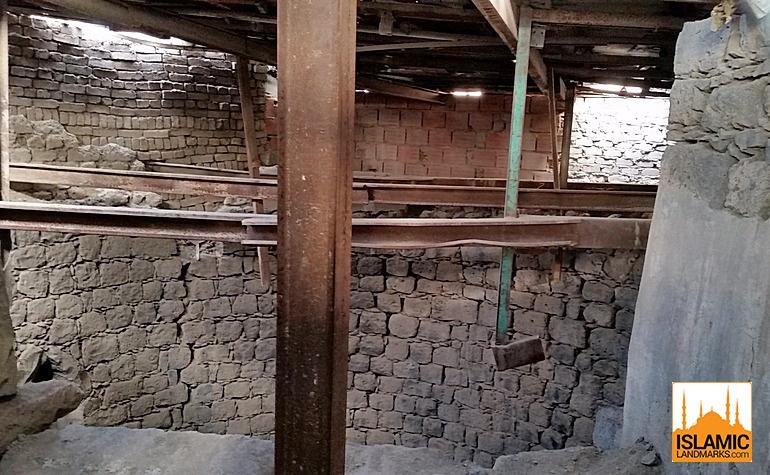 Inside al-Ghars well