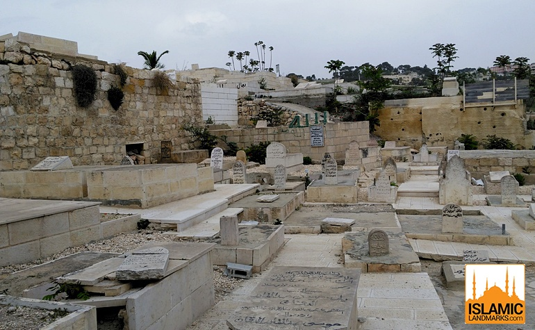 Graves in the Bab-ur-Rahmah cemetery
