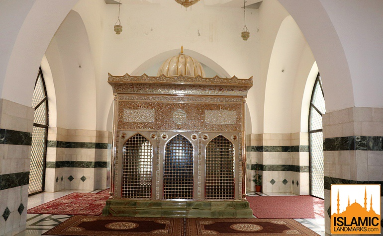 Front view of the tomb of Jafar (رضي الله عنه)