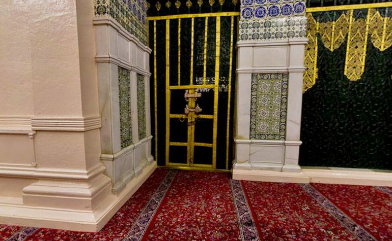 Door of Fatima: The location of the door to the house of Fatima (may Allah be please with her) – Photo:Qurancomplex.gov.sa