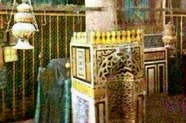 The mehrab inside the Rawdah Mubarak (Pillars of the Masjid-e-Nabwi Hannanah, Ustuwaanah Jibraee, Wufood)