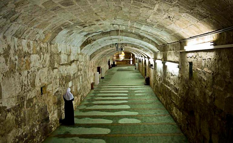 Tunnel underneath Masjid al-Aqsa – Photo: simerg.com