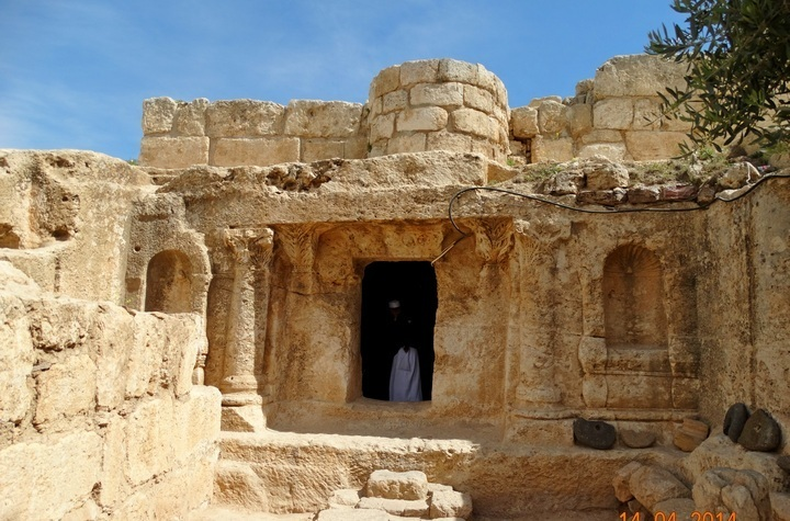 Close up of the entrance to the Ashabe-Kahf cave – Photo: F.Pandor