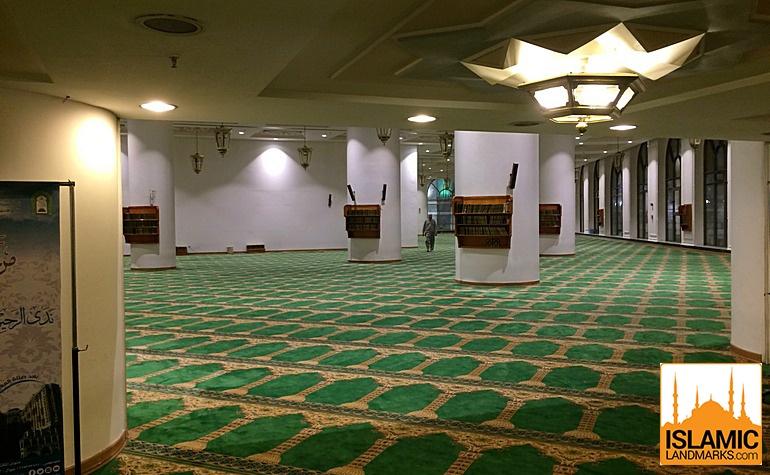 Masjid Abu Bakr interior