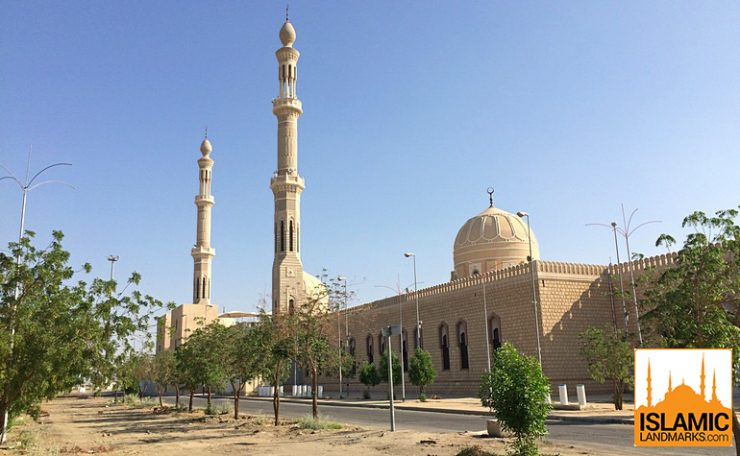 Front view of Masjid Nimrah