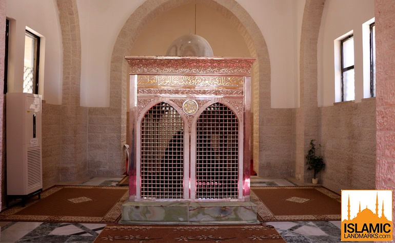 Front view of the tomb of Zaid bin Haritha (may Allah be pleased with him)