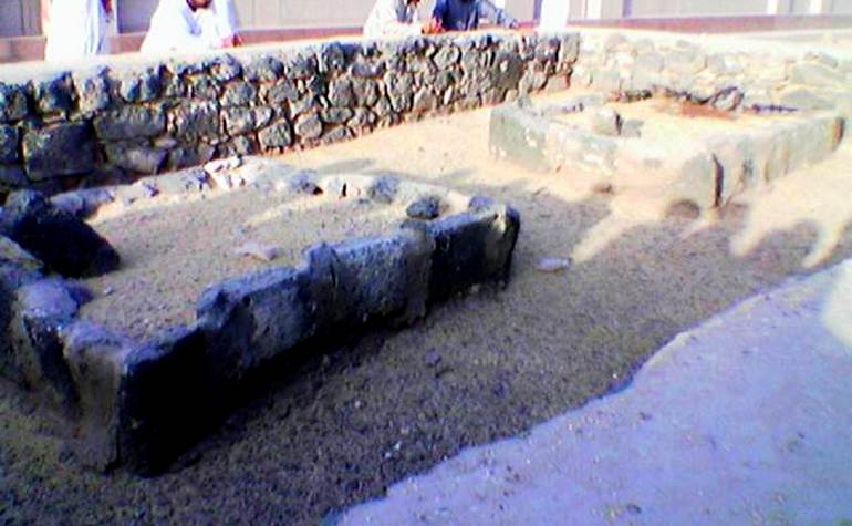 The graves of Abu Saeed Khudri and Sa'as bin Mu'adh (may Allah be pleased with them)