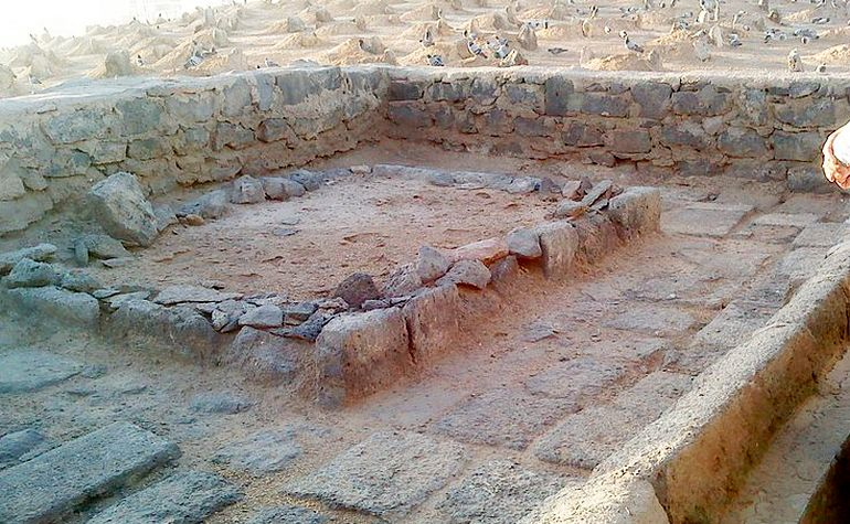 The graves of the wives of the Prophet (s.a.w.)
