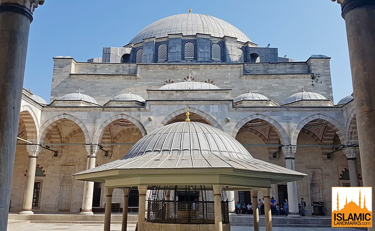 Courtyard of the Yavuz Selim mosque