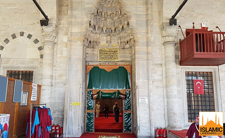 Entrance to the Asian Mihrimah mosque