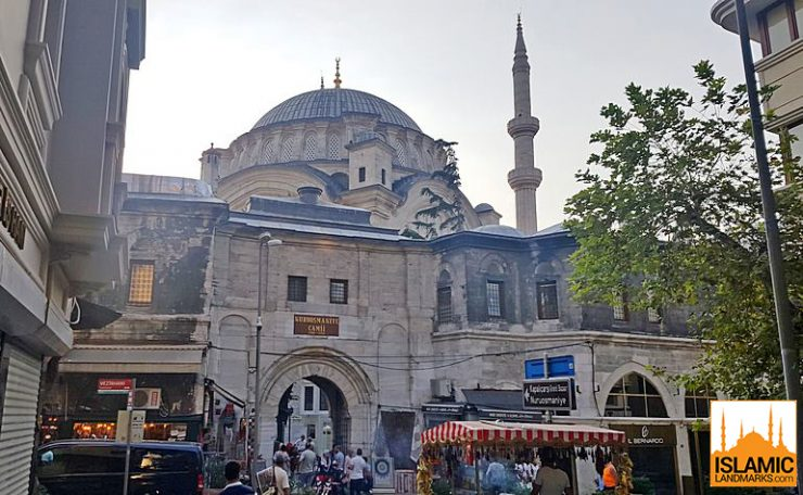 Exterior view of Nuruosmaniye mosque