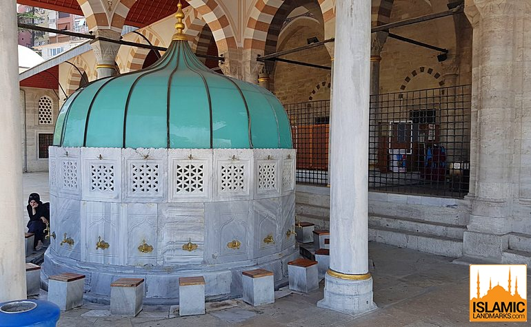 Ablution fountain in the Mihrimah mosque