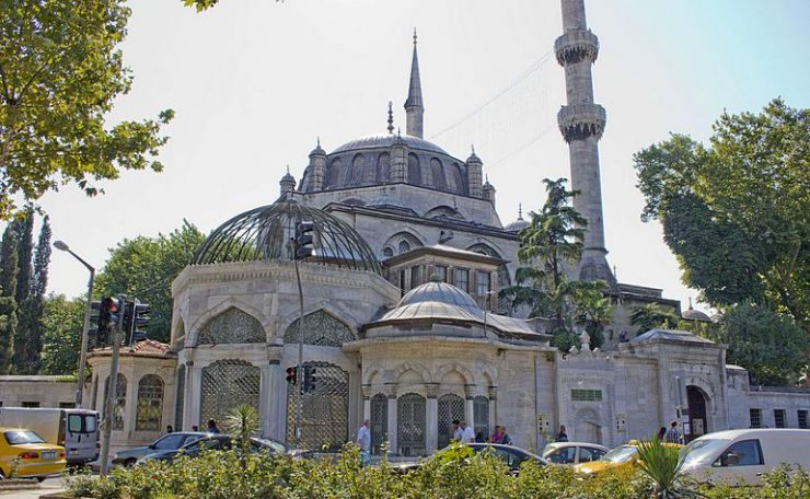 External view of the Yeni Valide mosque