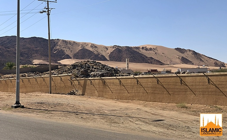 The Al-Aqanqal mountain viewed from the site of Badr