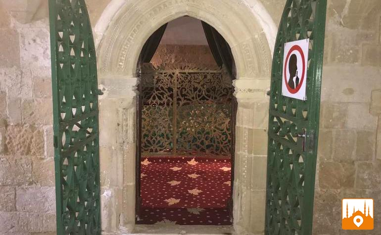 Door leading to the tomb of Umme Haram (رضي الله عنها)