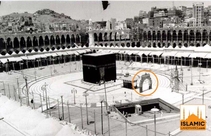Historic photo of the Bani Shaybah Gate in the Mataf